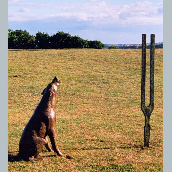 Sculpture by the Sea, Howling dog and tuning fork